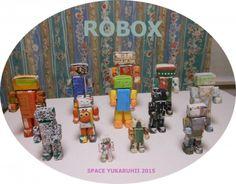 ROBOX / チラシなどその辺の紙を使用していつものオリジナル箱を大中小24(内箱12外箱12)個折り接着してロボットを作製。胴、頭、腕、足、それぞれの大きさのパーツに物が収納できるROBOX誕生!!