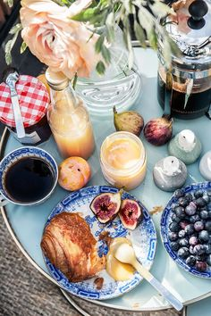 breakfast croissant balcony sunlight stockholm Arbetargatan 24 a | Fantastic Frank