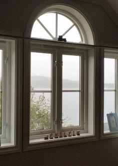 Det klassiske sidehengslete vinduet er vår bestselger, men du har mange alternativer å velge mellom. Vi skreddersyr dine nye vinduer akkurat slik du vil ha dem.