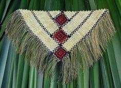 Aroha Mitchell and Donna Campbell - Kirikiriroa harakeke weaving Flax Weaving, Weaving Art, Weaving Patterns, Basket Weaving, Maori Designs, Maori Art, Native Style, Bone Carving, Woven Wall Hanging