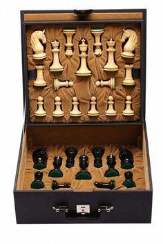 CB Blackburne (Joseph Henry) Edition Chess Set in Ebony & Box Wood - King with Free Storage Box Grandmaster Chess, Wooden Board Games, Chess Set Unique, Chess Table, Tsumtsum, Classic Board Games, Chess Pieces, Table Games, Wood Turning
