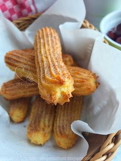 Homemade Churros are easy. Baked churros or deep fried churros, both can be done at home at your comfy kitchen. These churros are crispy and yummy. Get the simple recipe here and make your very own healthy churros. Baked Churros, My Recipes, Dessert Recipes, Churro Bites, Asian Cake, Just Bake, Bread Bun, Sweets Cake, Almond Cookies