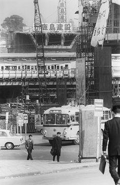 3号線の終点に当たる渋谷では、国鉄と東横線を越える工事にドイツで考案された特殊工法が採用されている(東京・渋谷区)