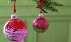 How to Make Glass Christmas Ornaments Clear Glass Ornaments, Glass Christmas Ornaments, Christmas Bulbs, Christmas Ideas, New Crafts, Holiday Crafts, Holiday Decor, Homemade Ornaments, Homemade Christmas