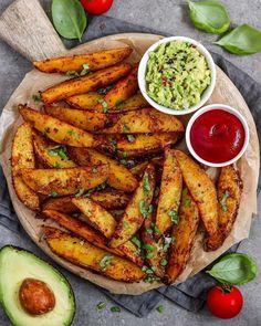 Crispy Baked Potatoes, Potato Wedges Baked, Baked Potato Oven, Cheesy Potato Wedges, Oven Potatoes, Potato Wedges Recipe, Vegetarian Recipes, Cooking Recipes, Healthy Recipes