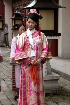 Legend of Zhen Huan(Empresses In The Palace,甄嬛传). Empresses In The Palace, The Empress Of China, Lady In Waiting, Chinese Clothing, Ancient China, Historical Costume, Kimono Fashion, Chinese Style, Womens Fashion