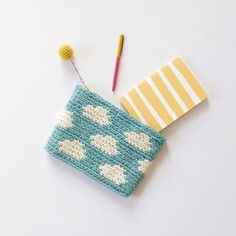 Marvelous Crochet A Shell Stitch Purse Bag Ideas. Wonderful Crochet A Shell Stitch Purse Bag Ideas. Crochet Pencil Case, Crochet Pouch, Diy Crochet And Knitting, Crochet Shell Stitch, Love Crochet, Crochet Motif, Beautiful Crochet, Crochet Crafts, Crochet Projects