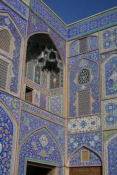 (CP)(T-MN) Sheikh Lotfallah Mosque, Esfahan, Iran - love Islamic tile design Persian Architecture, Beautiful Architecture, Beautiful Buildings, Art And Architecture, Architecture Details, Islamic Tiles, Islamic Art, Beautiful Mosques, Beautiful Places