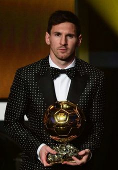History has been made! Leo Messi with his Fifa Ballon D'or. Lionel Messi, Messi And Neymar, Messi 10, Messi Suit, Ballon D'or, Good Soccer Players, Football Players, Football Gif, Watch Football