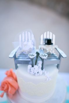 Beach chair wedding cake topper  ~  we ❤ this! moncheribridals.com