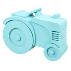 Lichtblauwe tractor - Bij elke lunchbox zit een bijpassende elastische band die de onderkant en het deksel mooi en stevig samenhoudt. De kwaliteit van deze stevige broodtrommel is tip top, zonder griezelige stoffen als BPA's en phtalaten. Daarom is hij zeer geschikt voor dagelijks gebruik. Met een extra vak voor wat lekkers.   Afmetingen: 20x16x6 cm (bxhxd). Geschikt voor in de vaatwasser