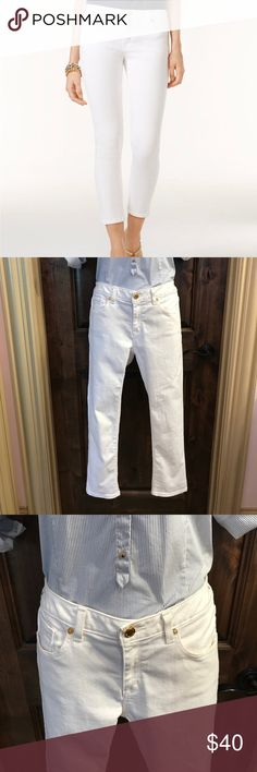 "Michael Kors ""Izzy"" Cropped Skinny Jeans (NWOT) These cropped skinny jeans are a summer essential! Dress them up or dress them down, they're perfect for any occasion! Size 6, but fit like a size 4. Never been worn! Michael Kors Jeans Ankle & Cropped"