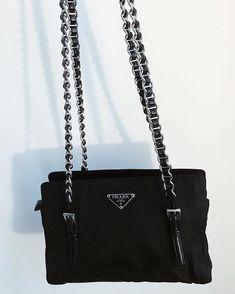 Prada or nada – Famous Last Words Kate Spade Handbags, Handbags Michael Kors, Classic Handbags, All Black Outfit, Fashion Updates, Office Fashion, Prada, Cloth Bags, Clothing Items