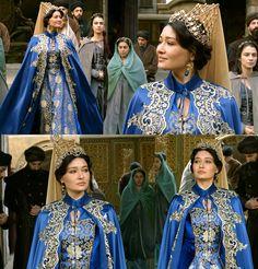 Kosem Sultan's bright blue&gold dress w/cape, 2x04
