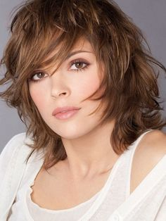 Feathered Hairstyles for Medium Length Hair Unique Medium Length Choppy Layered Haircuts Haircuts For Medium Length Hair, Layered Haircuts Shoulder Length, Medium Length Hair Cuts With Layers, Medium Layered Haircuts, Medium Hair Cuts, Hairstyles With Bangs, Medium Hair Styles, Straight Hairstyles, Cool Hairstyles