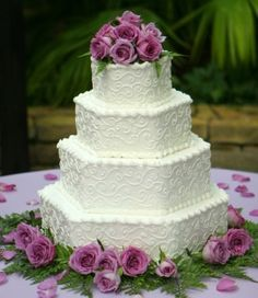 Wedding Cakes Pictures: green and purple theme