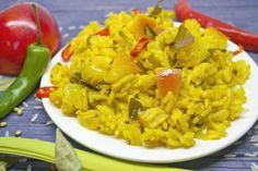 Вегетарианский рис карри с яблоками  Сочетание сладкого и ароматного сельдерея с кисло-сладким яблоком, рисом и острыми специями очень гармонично и многих заставит совсем по новому взглянуть на меню вегетарианцев. Куркума окрашивает блюдо в ярко жёлтый цвет, жгучий перец будоражит вкусовые рецепторы, рис и яблоко смягчают вкус, а специи будят воображение, вот так можно вкратце описать это вегетарианское лакомство.