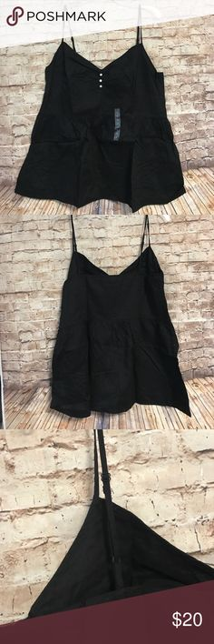 Gap Tank Top Gap Tank Top. New with out tags. There is a side zip. 🚫No trades. 🚫No Modeling. 🚭 Smoke-free home. 📐 Available upon request. ✅All reasonable offers accepted. 💕Thank you for viewing my item. Tops Tank Tops