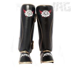 [JOYA PRO-LINE DE LUXE] Like the Fantasy shinguard this instep uses a synthetic leather that is extremely light and durable. With two velcro hook and loop fastenings round the calf this shinguard will stay in place through your training session.  Made with comfort in mind, these guards have a reinforced padded area down the centre of the pad giving you maximum shock absorption from striking.  Made in Thailand these shinguards are at the cutting edge of fight equipment.
