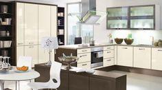 die k che in premiumwei en echtglasfronten und einer. Black Bedroom Furniture Sets. Home Design Ideas