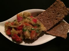 SALATA CALDA DE VINETE CU ARDEI COPTI Guacamole, Mexican, Ethnic Recipes, Food, Salads, Meals, Yemek, Eten
