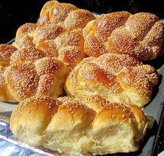 ΜΑΓΕΙΡΙΚΗ ΚΑΙ ΣΥΝΤΑΓΕΣ 2: Τσουρεκάκια εύκολα !!!! Greek Sweets, Greek Desserts, Greek Recipes, Sweet Buns, Sweet Pie, Sweet Bread, Phyllo Dough Recipes, Greek Cake, Bread Art