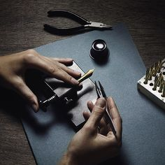 100 – this is the amount of working steps that are required by the Montblanc master craftsmen to create a #Montblanc #Meisterstuck fountain pen.