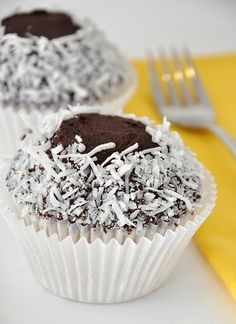 Coconut and chocolate cupcakes