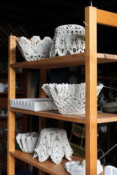 Make a cement lace bowl with a doily! Could serve as lampshades if you crochet around a larger ring -- LOVE LOVE LOVE these concrete bowls. Discover thousands of images about LOVE LOVE LOVE these concrete bowls. I am not sure how many people have actually Diy Concrete Planters, Cement Garden, Cement Art, Concrete Cement, Cement Design, Plaster Crafts, Concrete Crafts, Concrete Projects, Diy Plaster