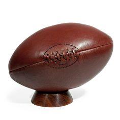 Ballon de rugby Vintage Réf. 130246 Dimensions (cm) : H 31 x L 18 Poids : 1 Kg  49.90E