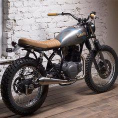 Boy oh boy this sucker looks fun. Yamaha SR250 Street tracker built by the cats at @mokka_cycles. @petermosoni . #dropmoto #yamaha #sr250…