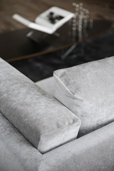 modern art deco vibes with a grey velvet sofa | as part of our sustainability campaign an old IKEA Nockeby was given a contemporary facelift by Swedish blogger Trendenser with a Bemz cover in Zinc Velvet | grey velvet sofa