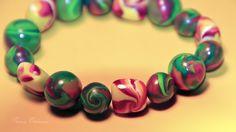 Ausgefallenes Armband bestehend aus 16 handgefertigten Perlen aus Polymer Clay.    Polymer Clay ist eine ofenhärtende Modelliermasse, die es in versch