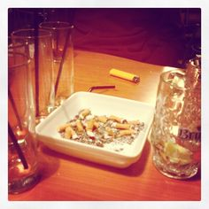 Incredible : there are still smokers bars in Brussels. Smokers, Brussels, One Pic, The Incredibles, Food, Meal, Essen, Hoods, Meals