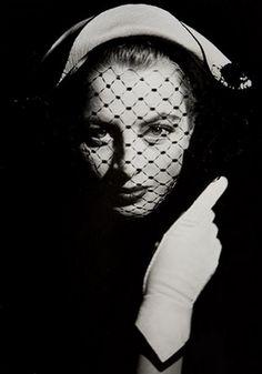 Capucine, 1955. Photo: Georges Dambier.