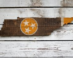 This skyline was hand cut from reclaimed wood. Each piece will look different depending on the grain of the wood and the way the wood takes the stain. So every piece is unique! Dimensions: 16 x 36 inches  Hardware: 2 d-ring hangers on back  *If you live in the Nashville area and would like to pick up your item locally, message me to find out how to get free shipping!  **Please allow 3-4 weeks for me to make the item and package it for delivery.  Follow me on Instagram @crtcreative for…