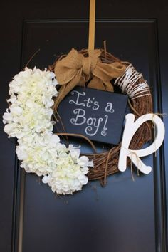 Baby shower wreath | it's a boy | boy baby shower | chalk board crafts | wreath with chalkboard