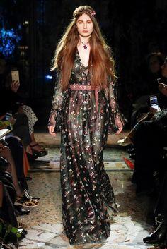Sfilata Luisa Beccaria Milano - Collezioni Autunno Inverno 2017-18 - Vogue