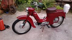 Jawa Pionyr 50 / 555 #Pionyr #CSMoto Scooters, Cars And Motorcycles, Retro, Vehicles, Motor Scooters, Car, Retro Illustration, Vespas, Mopeds
