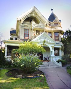 Frederick Mitchell Mooers House - Victorian house built in 1894 at 818 South Bonnie Brae Street in the Westlake area of Los Angeles Victorian Architecture, Beautiful Architecture, Beautiful Buildings, Beautiful Homes, Architecture Design, California Architecture, Victorian Style Homes, Victorian Decor, Victorian Era