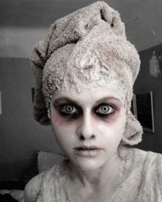 Halloween make-up from Fatasma, dead girl or bride. Looks great and morbid