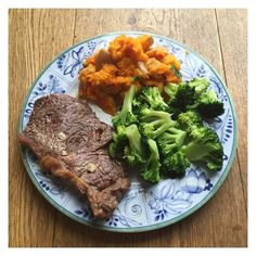 A stereotypical fitness Instagram dinner ha my meals rarely look like this.  Steak and sweet potato mash that's all there is to say really. Was alright . Hope you all had a lovely bank holiday. Starting my PT course tomorrow  . #eatclean #fitnessaddict #whey #ukbff #bankholiday #healthy #eatforabs #fitnessaddict #fitcleaneats #cleaneating #training #girlswholift #girlswithmuscle #girlgains #healthyfood #iifymgirls #iifym #flexibledieting #brofood #fitfam #fitlondoners #steak #fitfamuk #bbg…