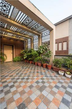 House Outer Design, House Arch Design, Modern Small House Design, Modern Exterior House Designs, Hotel Room Design, Dream House Exterior, Exterior Wall Design, Terrace Garden Design, Courtyard Design