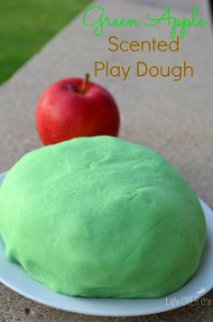Green Apple Scented Play Dough Recipe for Autumn. Classroom Projects, Preschool Projects, Diy Crafts For Kids, Fall Crafts, Preschool Ideas, Classroom Ideas, Apple Activities, Sensory Activities, Sensory Play