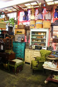 REALLY well done booths!!  Monticello Antique Marketplace: Fall is in the air at Monticello...