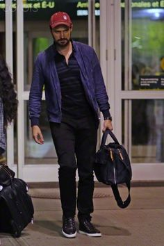 Richard Armitage arrives in Vancouver after Comic-Con 2015, 13-7-2015