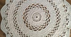 Pyöreä virkattu matto,virkkaus,matto,käsityöt Blanket, Rugs, Home Decor, Crochet Round, Farmhouse Rugs, Decoration Home, Room Decor, Blankets, Cover
