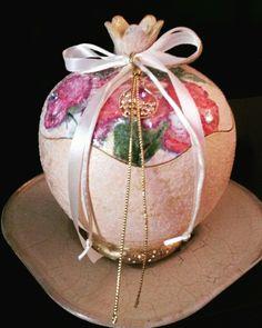 Ροδι κεραμικό (decoupage kai pasta crecele ) Decoupage, Pomegranate, Christmas Bulbs, Ceramics, Holiday Decor, Home Decor, Christmas Light Bulbs, Hall Pottery, Grenada