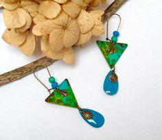 Boucles d'oreilles laiton peint main, émail, perles os, idée cadeau femme : Boucles d'oreille par francesca