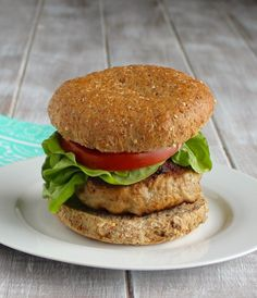 The BEST Turkey Burgers These simple turkey burgers are the perfect base for any burger toppings you want. This low-fat healthy burgers will become a staple during the summer season. Best Turkey Burgers, Turkey Burger Recipes, Ground Turkey Recipes, Turkey Burger Seasoning, Ground Turkey Burgers, Turkey Meals, Poultry Seasoning, Grilled Turkey Burgers, Chicken Recipes